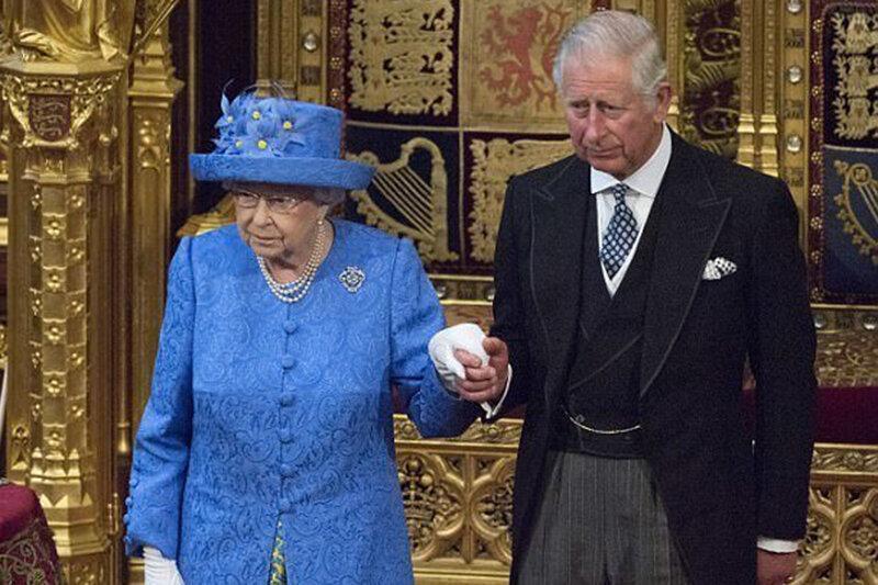 اخبار ضد و نقیض از ابتلای ملکه به کرونا، باکینگهام تکذیب کرد، عکس