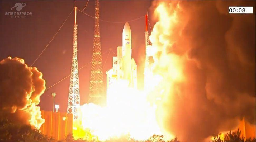 راکت آریان 5 به مدار زمین پرتاپ شد